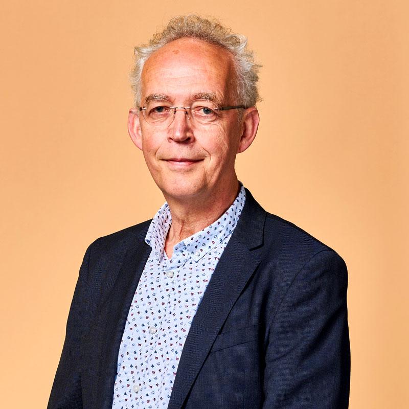 mr. J.H. (Johan) Oosting, NIVRE-re / directeur